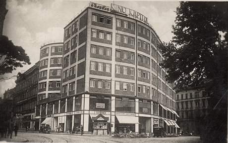 Kapitol. Ve své době nejmodernější kino zahájilo provoz 28. ledna 1930. Roku 1949 bylo přejmenováno na Družbu, v roce 2003 se zde promítat přestalo.