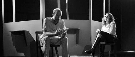 Komedii Jak sbalit ženu inspirovanou stejnojmennou knihou Tomáše Baránka uvádí nejmladší brněnské divadlo Buranteatr