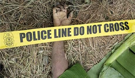 Neznámí ozbrojenci povraždili na Filipínách desítky lidí a zakopali je v mělkých hrobech (24. listopadu 2009)