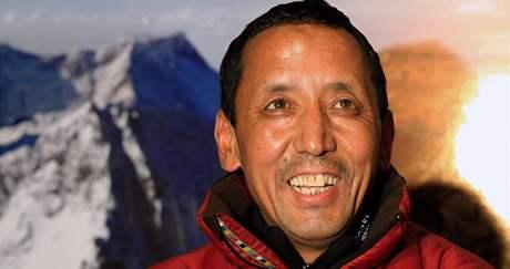 Apa Šerpa, který devatenáctkrát vylezl na nejvyšší horu světa.