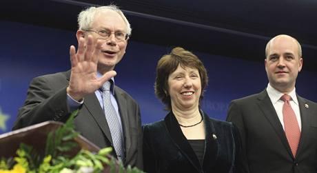 Nově zvolený prezident EU Herman Van Rompuy a ministryně zahraničí Catherine Ashtonová..