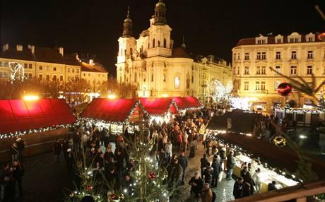 Na Staroměstském náměstí v Praze začaly vánoční trhy. (28. listopadu 2009)