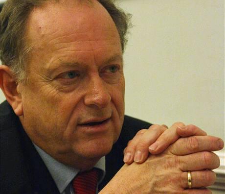 Carel Edwards, drogový expert z Evropské komise