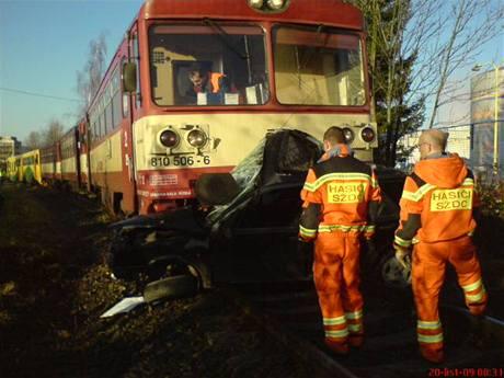 Nehoda fiatau a motorového vlaku v Rožnově pod Radhoštěm (20.11.2009)