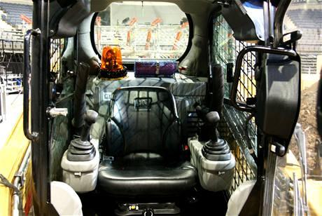Pracoviště řidiče - strojníka pásového nakladače