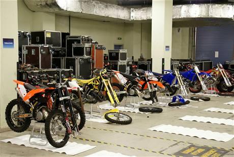 FMX Gladiator Games 2009 - v zákulisí už se chystají motorky