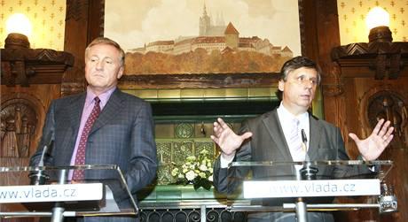 Premiér Jan Fischer jednal o nových ministrech s předsedou ODS Mirkem Topolánkem. (26. listopadu 2009)