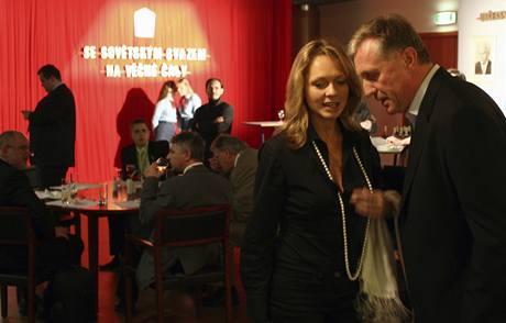 Předseda ODS Mirek Topolánek a jeho partnerka Lucie Talmanová na večírku po prvním dni 20. kongresu Občanské demokratické strany v pražském hotelu Clarion.