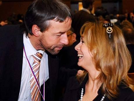 Poslankyně Lucie Talmanová a primátor Pavel Bém na 20. kongresu ODS (21. listopadu 2009)