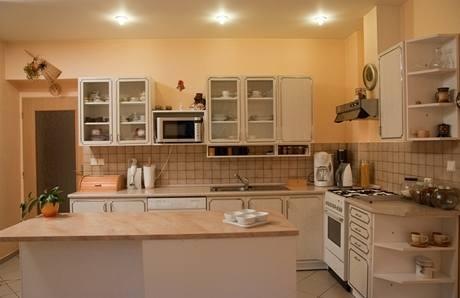 Původní kuchyňská linka byla vyrobena do jiného bytu