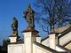 Křídlové schodiště před kostelem sv. Václava v Nalžovicích-Chlumu