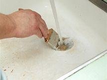 Štětec vymyjte teplou vodou ihned po použití
