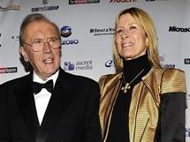 Sir David Frost s manželkou Carinou Fitzalan-Howardovou na udílení cen Emmy