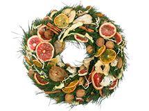 Plátky z ovoce snadno nasušíte na talířku na topení či v sušičce.