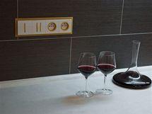 V bytě byl použit jeden typ zásuvek, v kuchyni designéři zvolili provedení s barevnými rámečky