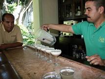Mexiko, městečko Tequila. Mexičané pijí tequilu nejen samotnou, ale milují také míchané drinky.