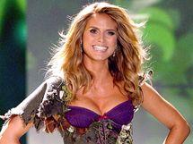Heidi Klumová na přehlídce Victoria's Secret