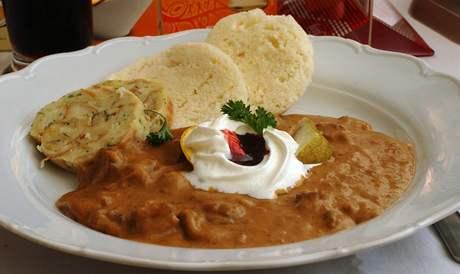 Restaurace Rubín - dančí nudličky s perníkovou omáčkou.