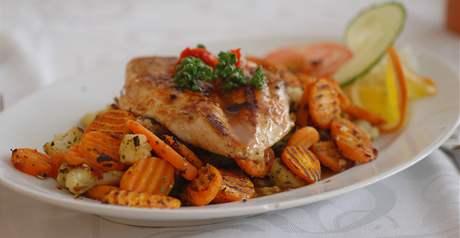 Restaurace Rubín - kuřecí steak se zeleninou.