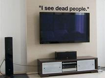 Na zeď si klidně můžete nalepit i hlášku z oblíbeného filmu (Šestý smysl).