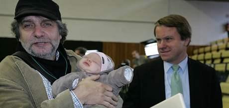 Břetislav Rychlík s dítětem Martina Bursíka - ilustrační foto