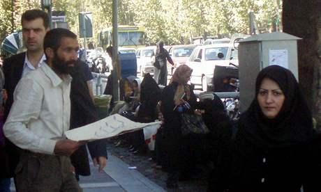 Íránka s jemně upraveným obočím