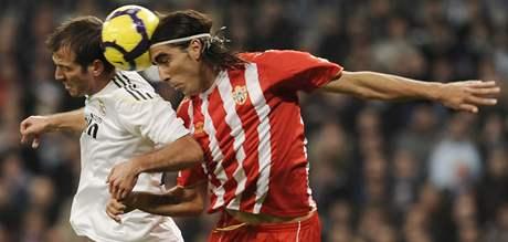 Real Madrid - Alméria: fotbal, to je jedna z mála jistot, které občanům Almérie zůstaly; pravda, jejich tým se momentálně pohybuje v druhé polovině tabulky...