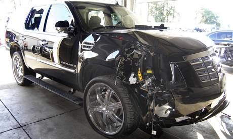 Cadillac Escalade Tigera Woodse po havárii.