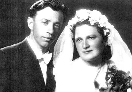 Josef Adámek na svatbě s ženou Marií
