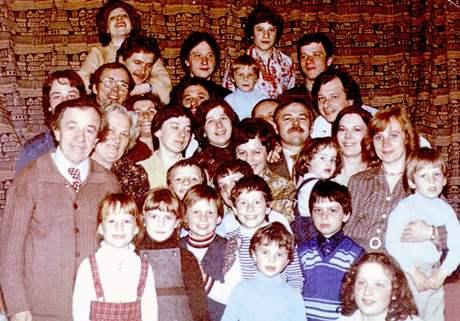 Josef Adámek, manželka Marie a jejich děti a vnoučata