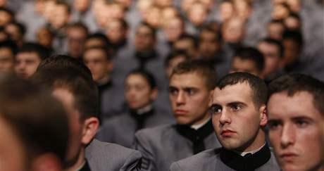Kadeti ve West Pointu naslouchají Obamovu projevu (2. prosince 2009)
