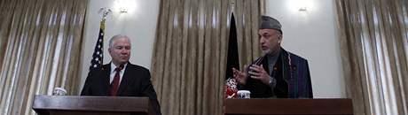 Šéf Pentagonu Robert Gates s afghánským prezidentem Hamídem Karzáím (8. prosince 2009)