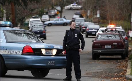 Policisté v Seattlu při pátrání po Maurice Clemmonsovi