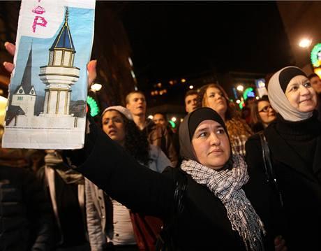 Muslimov� ve �v�carsk�m Lausanne protestuj� proti z�kazu minaret� v zemi