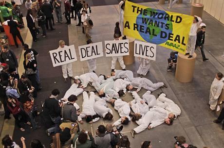 Ekologičtí aktivisté demonstrují v Kodani za skutečnou dohodu o snižování emisí