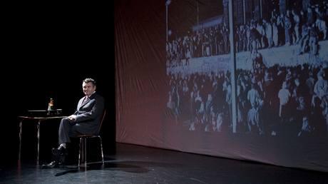 Divadlo Komedie: Hrdinové jako my. Jiří Štrébl