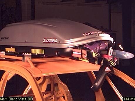 Crashtest střešního boxu Mont Blanc Vista 380