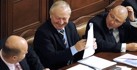 Ministr financí Eduard Janota při schvalování rozpočtu (9.12.)