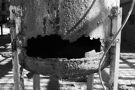 Výbuchem poničená chemička v indickém Bhópálu na snímku z roku 1984.