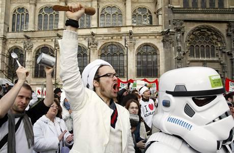 Ekologičtí aktivisté demonstrují v Paříži před summitem o klimatu v Kodani