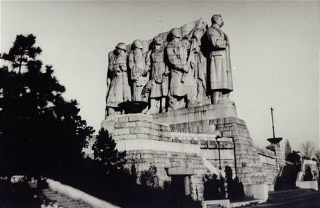 Socialistický realismus - pomník J. V. Stalina na pražské Letné
