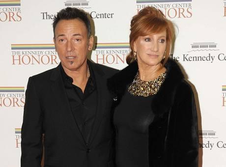Z 32. ročníku Cen Kennedyho centra (Bruce Springsteen a jeho žena Patti Scialfa)