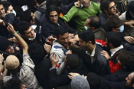 Íránští vysokoškoláci vyšli na Studentský den do ulic (7. prosince 2009)