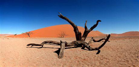 Trabantem Afrikou. Nádherné rudé duny Sossusveli, Namibie, jak ji známe z pohledů
