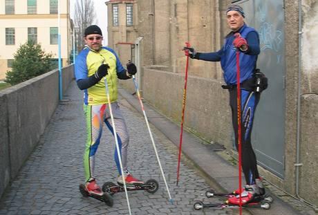 David Vávra a Petr Pravda při tréninku na kolečkových lyžích na trase Poděbrady-Nymburk