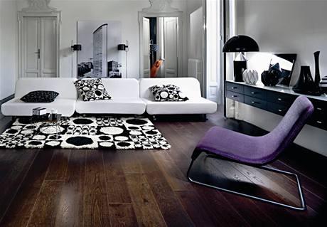 Do velké světlé místnosti je možné zvolit hodně tmavou podlahu, třeba dub black forest