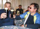 David V�vra a Petr Pravda p�i tr�ninku na kole�kov�ch ly��ch na trase Pod�brady-Nymburk