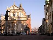 Polsko, Krakov. Náměstíčko s kostelem svatých Pavla a Petra - Některá místa mezi královským hradem a hlavním náměstím připomínají svou architekturou a atmosférou spíše středomořské prostředí.