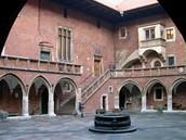 Polsko, Krakov - Jagellonská univerzita v Krakově byla založena roku 1364 a je tedy jen o sedmnáct let mladší než naše Univerzita Karlova. Ve městě je dalších  zhruba dvacet vysokých škol.