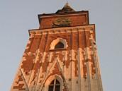Polsko, Krakov - Ze středověké radnice zbyla pouze vysoká cihlová, krásně zdobená věž. Zbytek radnice kvůli špatnému technickému stav zbourali už roku 1820.